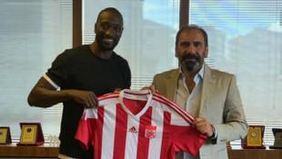 Demir Grup Sivasspor Mustapha Yatabare ile 2 yıllık sözleşme imzaladı
