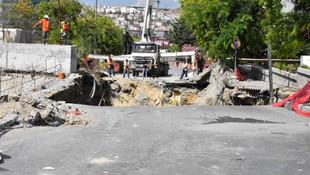 İstanbul Bahçelievler'de yol çöktü !