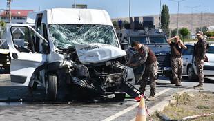 Özel harekat polisleri kaza yaptı: Yaralılar var
