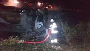 Bariyerlere çarparak alev alan TIR'da sürücü yaralandı