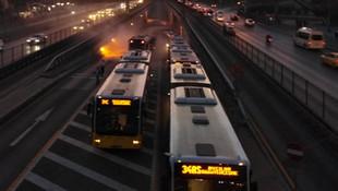 Avcılar'da metrobüs aracında yangın !