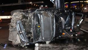 Refüje çarpan otomobil takla attı: 1 ölü, 4 yaralı