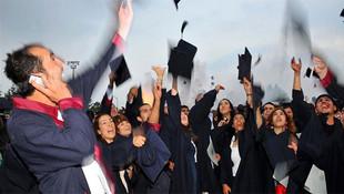 ''230 bin Suriyeli Türkiye'de üniversite okumak için başvuracak''