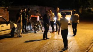 Mahalleli esrarengiz 2 kişi için nöbet tutuyor