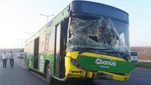İstanbul'da İETT otobüsü kaza yaptı, yaralılar var !