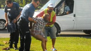Polisi görünce soyunmaya başladı !