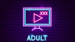 Cinsel içerikli film izleyenler dikkat ! Biri sizi gözetliyor