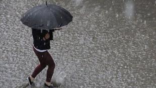 Sağanak yağış İstanbul'u fena vurdu ! Yağışlar ne kadar sürecek ?