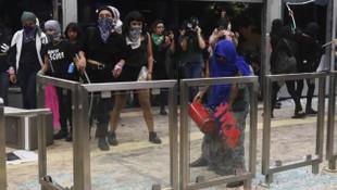 Binlerce kadın polis tecavüzlerine karşı sokağa indi