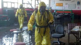 Bir okulu su bastı ! Kimyasal alarmı verildi...