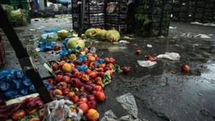 ''Fiyat artsın'' diye domatesleri yola döktüler !