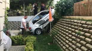 İnanılmaz kaza! Hamakta yatarken üstüne araba düştü
