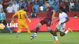 Trabzonspor-Sparta Prag maçında kaleciye yabancı madde atan zanlı yakalandı