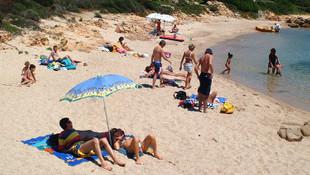 Plajdan kum ''çalan'' çifte hapis cezası