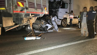 TIR, kamyonla çekilen otomobile çarptı: 3 ölü, 2 yaralı