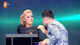 Müge Anlı öyle bir ''güzellik'' yaptı ki... Yarışmacı elini öptü !