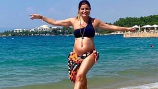 6 aylık hamile Ece Vahapoğlu plajda fenalaştı