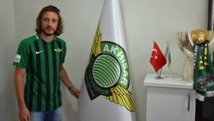 Akhisarspor'da Taha Yalçıner imzayı attı