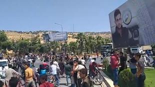Suriyeliler sınırda ''Hain Türkiye'' diye slogan attılar !