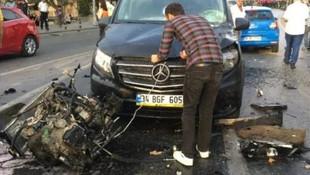 Beşiktaş'ta otomobil takla attı motoru fırladı !