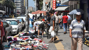 İzmir'in göbeğinde ''ne alırsan 1 TL'' pazarı