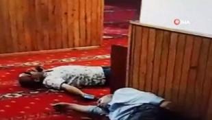 Camide uyuyan vatandaşa büyük şok !