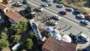 Havalimanı otobüsü devrildi: Ölü ve yaralılar var