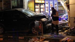 Otomobil iş yerine girdi: 1 ölü, 1 yaralı