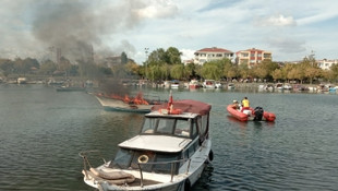 Küçükçekmece'de tekne yangını