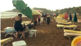 Alanya'da korku dolu anlar! Plajda doluya yakalandılar