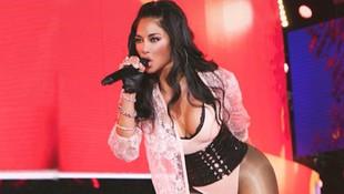 Güzel şarkıcının sosyal medya hesabını çalıp çıplak fotoğrafını paylaştılar
