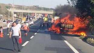 TEM'de araç yangını: Trafik kilit oldu !