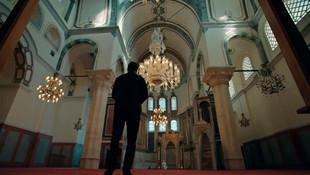 Çukur'da Yamaç'ın duygulandıran cami sahnesi!