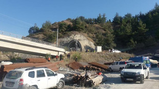 YHT hattında feci kaza: Tren raydan çıktı: 2 ölü