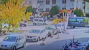 Korkunç kaza kamerada! Genç kadın metrelerce havaya uçtu