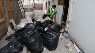Ankara'da 2 evde 45 ton çöp çıktı
