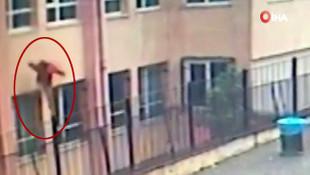 İstanbul'da ortaokuldaki dehşet anları kamerada