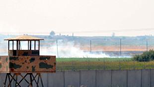 Teröristler Türkiye - Suriye sınırını ateşe verdi