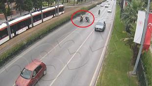 Trafikte ''sohbet'' kazası kamerada