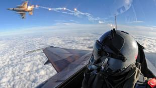 Türk F-16'lar Suriye'ye havalandı