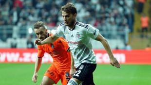 Beşiktaş - Medipol Başakşehir maçında Adem Ljajic sarı kart görerek cezalı duruma düştü