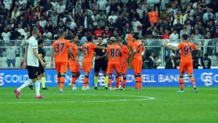 Beşiktaş - Medipol Başakşehir maçında Suat Arslanboğa'dan tepki çeken karar