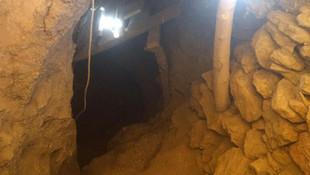 Eve giren jandarma 33 metrelik tünel buldu