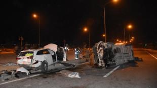 Malatya'da işçi servisi otomobille çarpıştı: 2 ölü, 16 yaralı