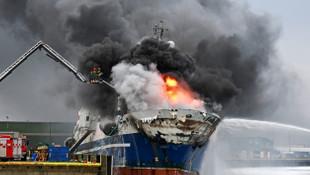 Denizde kabus! 200 bin lt yakıt bulunan gemi böyle yandı