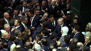 ''Erdoğan ve çevresi tamamen çökmüş durumda''