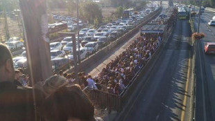 İstanbul'da pazartesi çilesi ! Metrobüste uzun kuyruklar oluştu