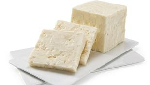 Hepimiz peynir diye yiyoruz ama... Rezalet!