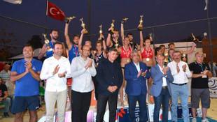 Plaj Voleybolu Balkan Şampiyonası'nda zafer Türk ekiplerin