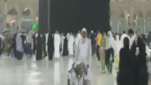 Kutsal topraklarda yağmur altında ibadet böyle gözüktü